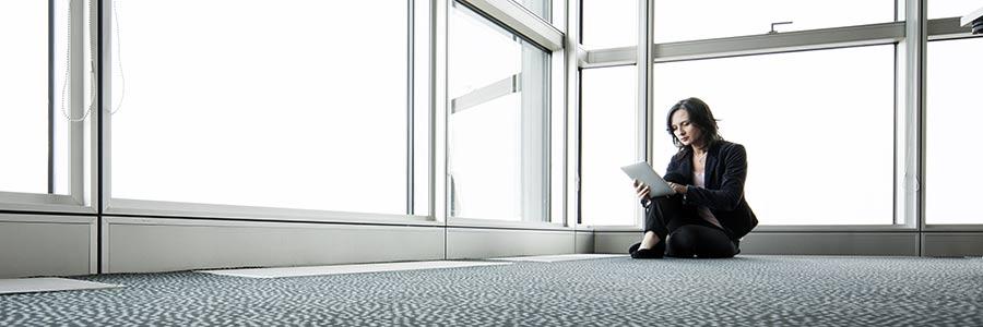 Unternehmensgründung: Konzept für Branding in leerem Office