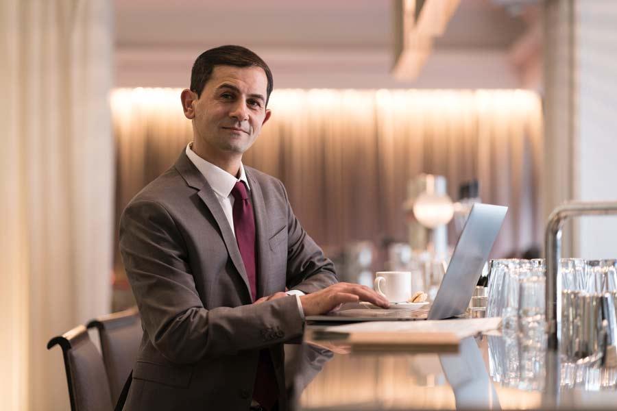 Beispiel: Mehr verdienen als Unternehmer mit Laptop und Krawatte?